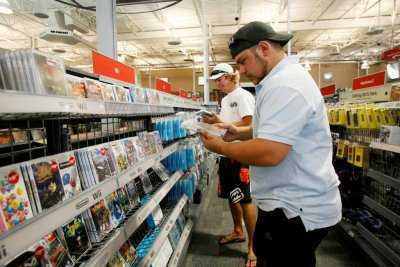 Customers in gaming aisle Future Shop: Trade in Deals for October 9th to 11th